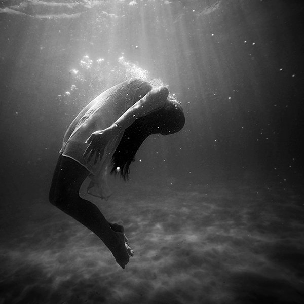 Woman-underwater-Kaare-Long-article